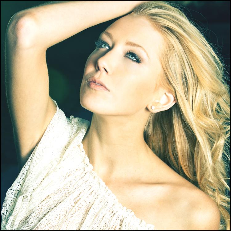 Model Suzy Gill